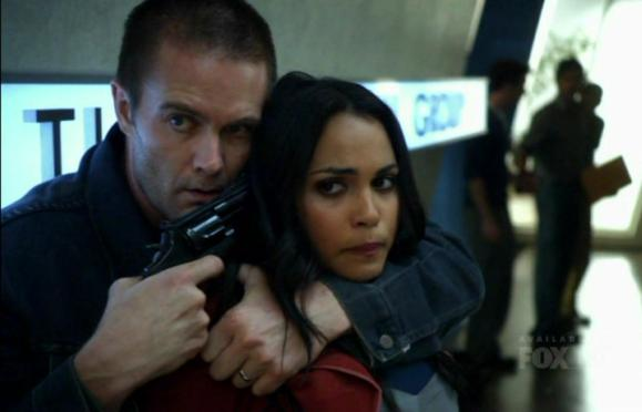 Garret Dillahunt and Monica Raymund in Lie to Me 2x04 Honey