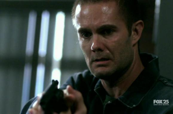 Garret Dillahunt in Lie to Me 2x04 Honey