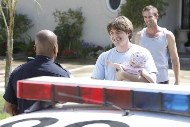 Lucas Neff and Garret Dillahunt in Raising Hope 1x02